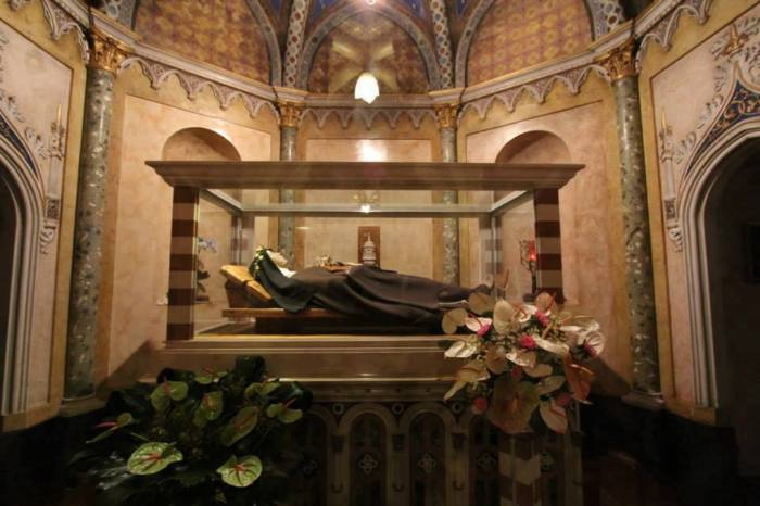 St-Clare-of-Assisi-relic